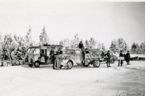 Polttoainetäydennystä talvella 1941