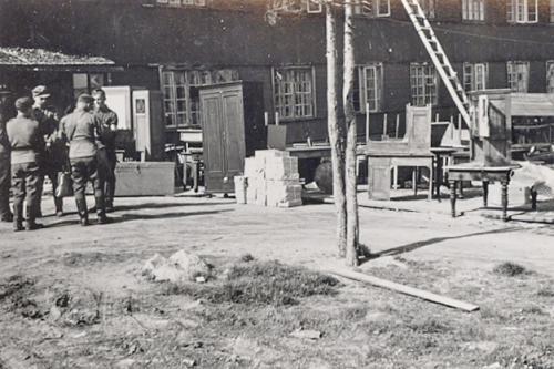 Muuttokuorma perillä Karhumäessä