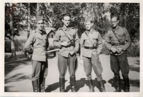 Haloniemi 1941. Vasemmalta: Niilo Kostermaa, Veikko Virkkunen, Matti Äyräpää ja Timo Airas.