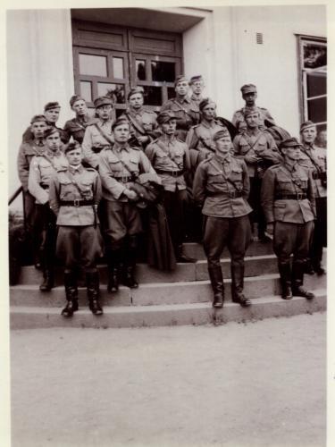 MO:n upseereita, edessä vasemmalla T.R.O.Kylmänoja Aimo Nuotio Rolf Lauren