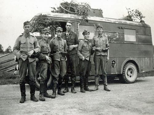 Motti 3 Vetäytymisvaihe Nurmoilan jälkeen 1944. C-vaunu ja miehet. IL-2 sakeena oli