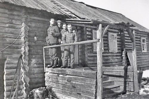 Motti 3 1944 Pavlovsaja, eturivissä Koivukangas, Wallenius, Outinen ja Huhtinen