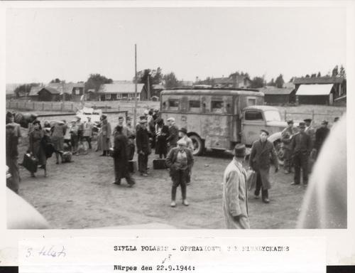 Stella Polaris-matkalaisia Närpiössä 24.9.1944