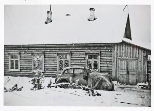 Karhumäki Huoltorakennus, jossa polttomoottorigeneraattori