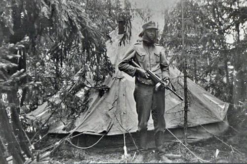 Motin teltta ja vartiomies